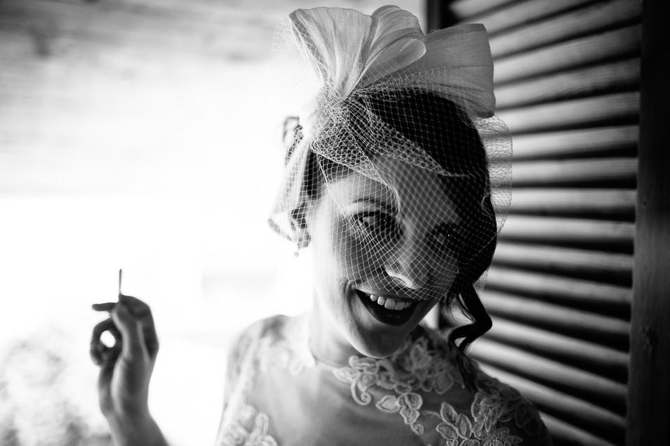 ritratto sposa che fuma