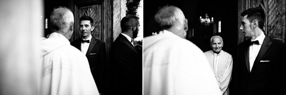 sposo attende la sposa davanti alla chiesa