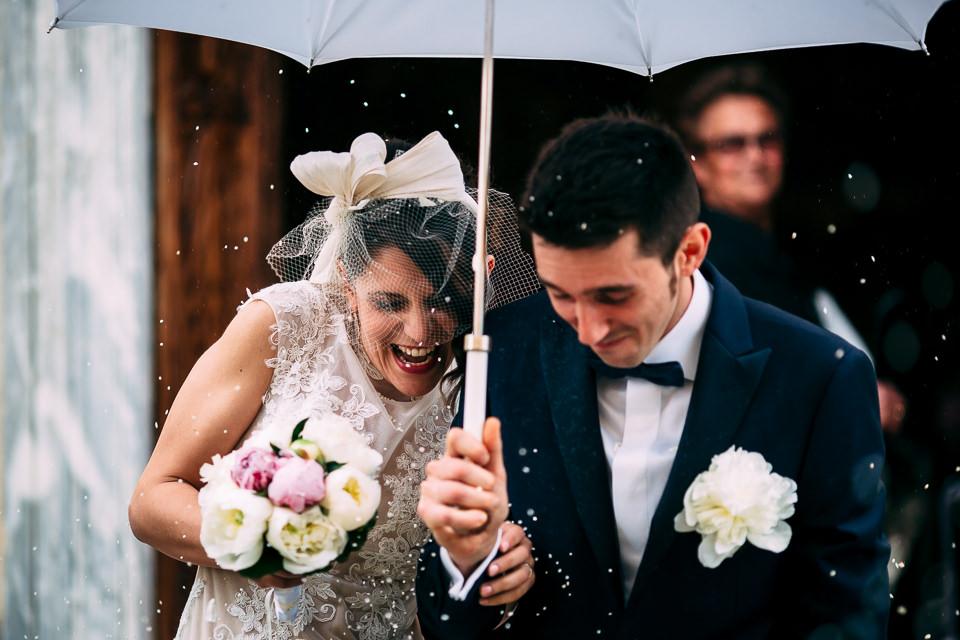 lancio del riso con ombrello bianco cuneo