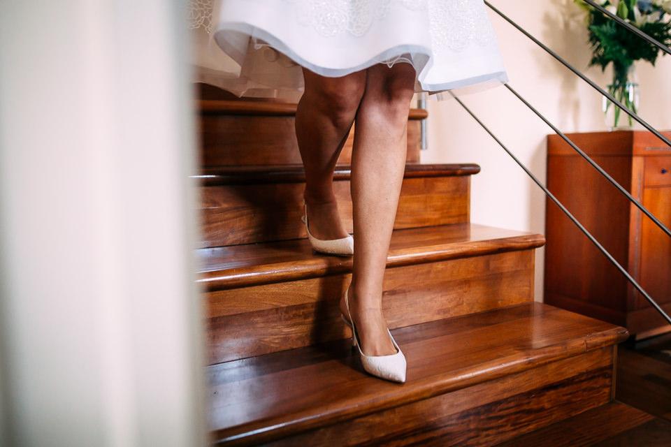 dettaglio delle scarpe della sposa