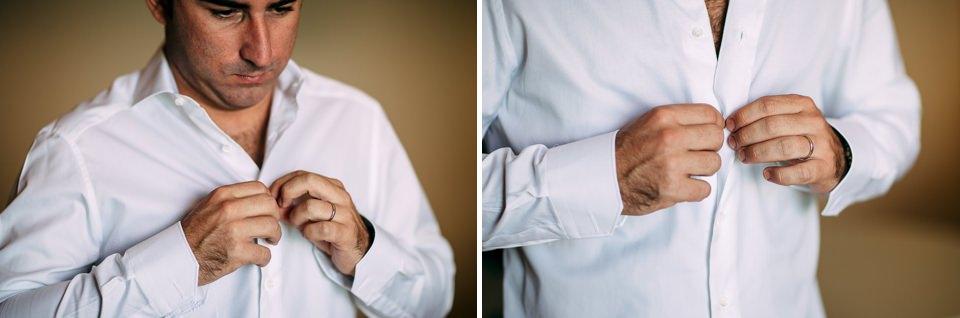 sposo si abbottona la camicia bianca prima del suo matrimonio