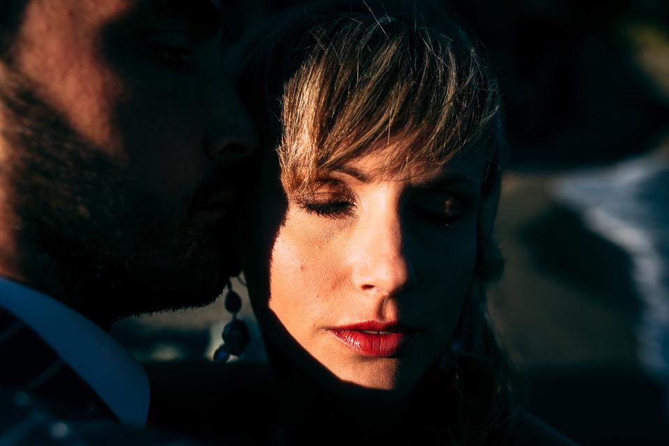 ritratto di una giovane sposa bionda baciata dal sole