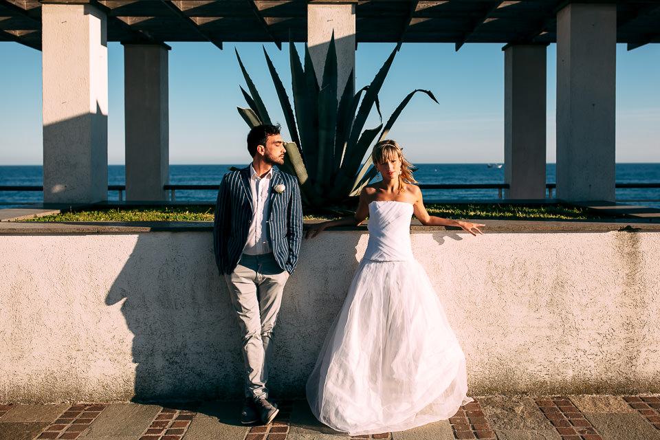 matrimonio elegante e colorato al mare