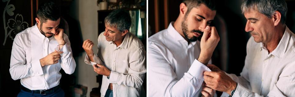 il padre aiuta lo sposo a mettere i gemelli
