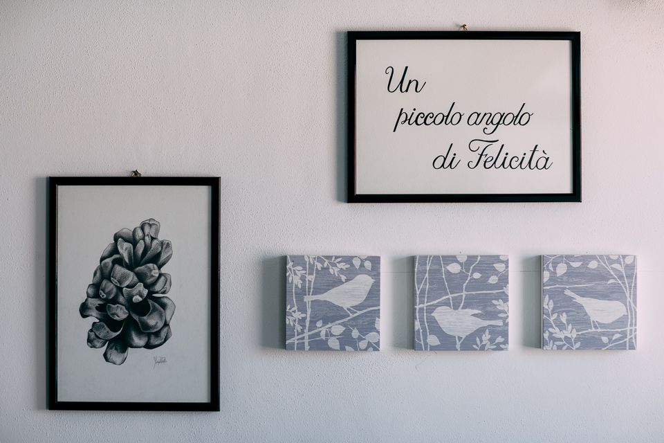 quadri appesi in casa della sposa