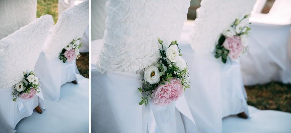 decorazioni floreali bianche e rosa alla fortezza del priamar di savona