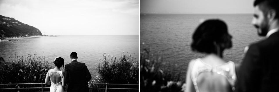 sposini guardano il mare