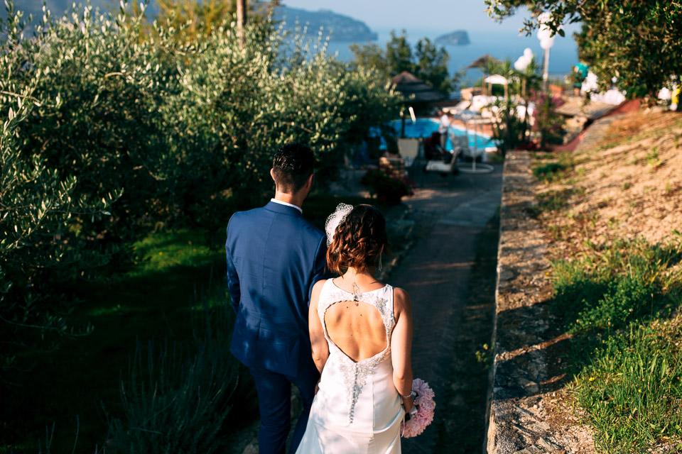 gli sposi arrivano al paradiso di manù