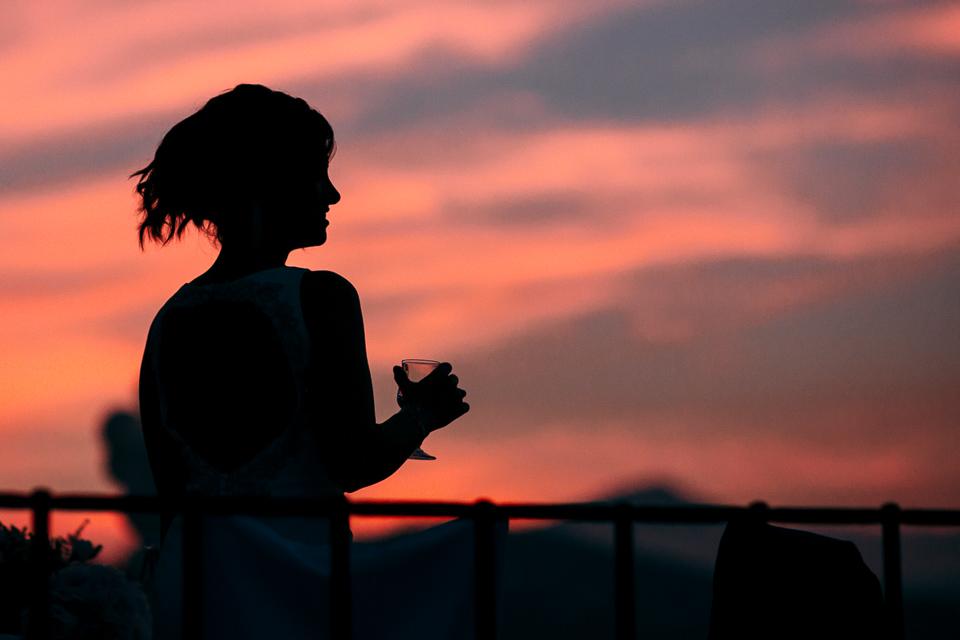 location per matrimoni al mare, il paradiso di manù di noli ligure al tramonto