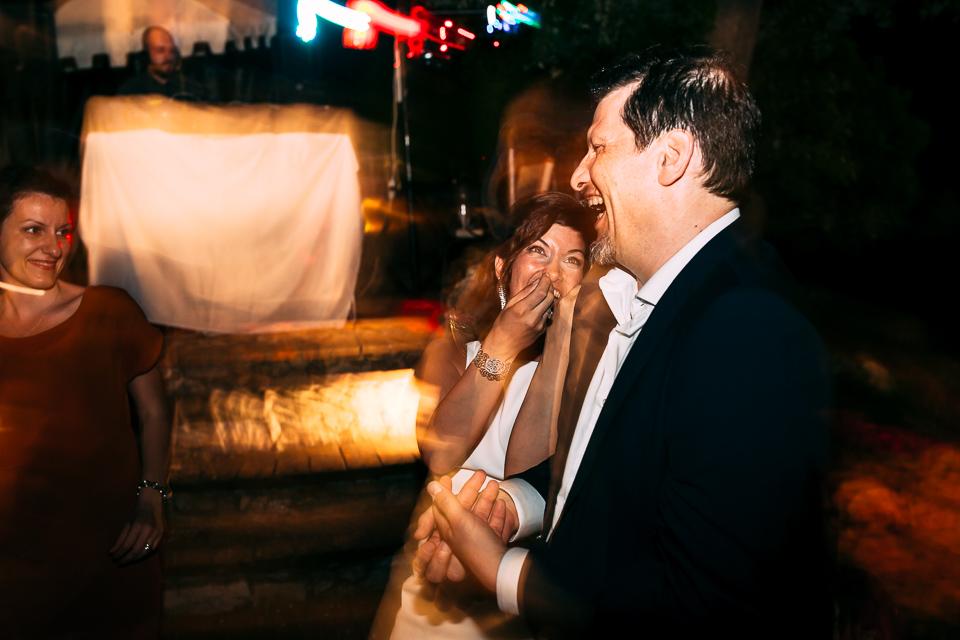 la sposa e il padre ballano al paradiso di manu