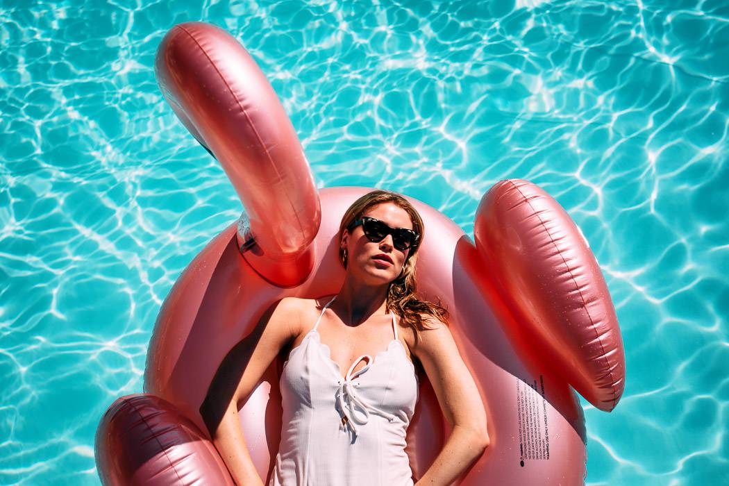 sposa in piscina