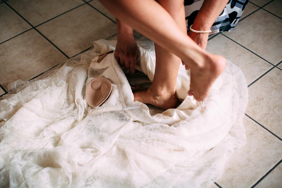vestizione sposa in abito vintage a cuneo