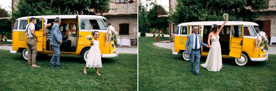 matrimonio in langa con volswagen t1 giallo