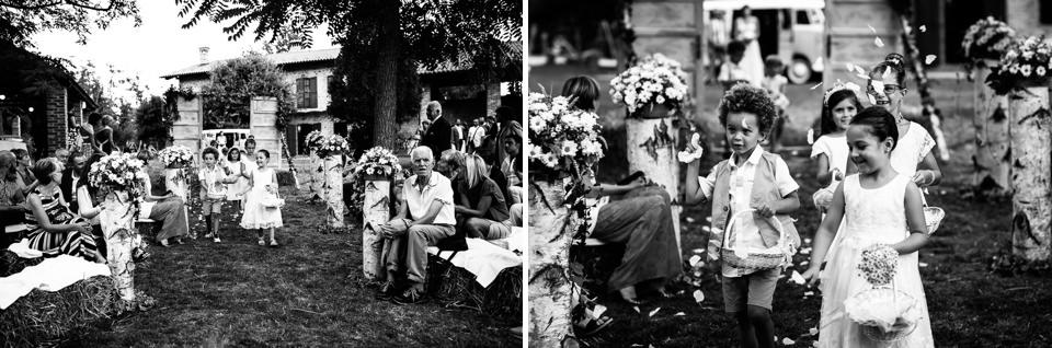 ingresso dei paggetti durante cerimonia all'aperto a farigliano
