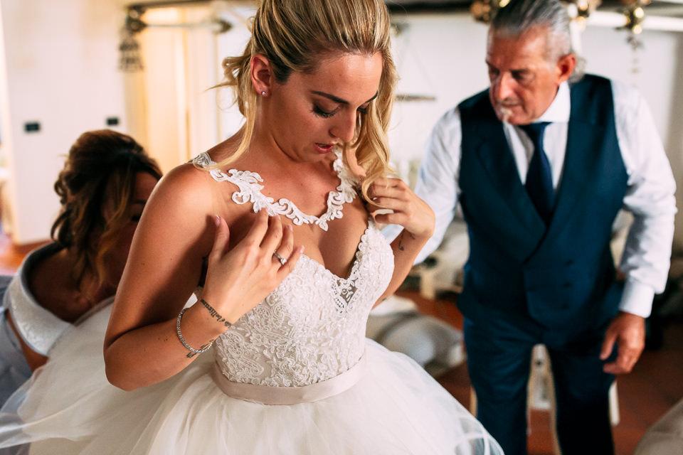 Carlotta Apicella sposa in abito bianco
