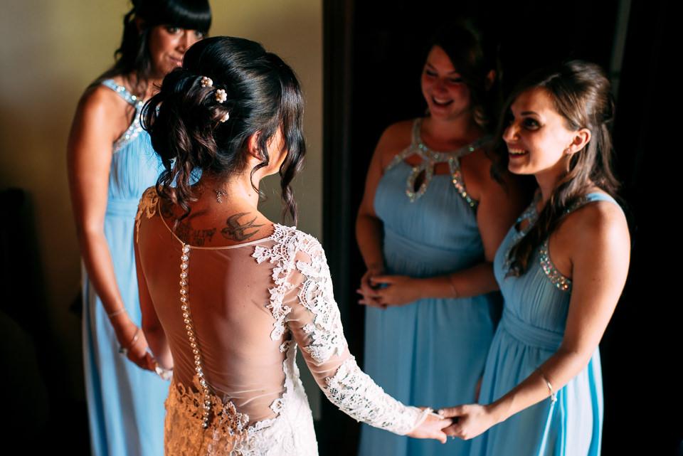 la sposa tatuata e le sue damigelle