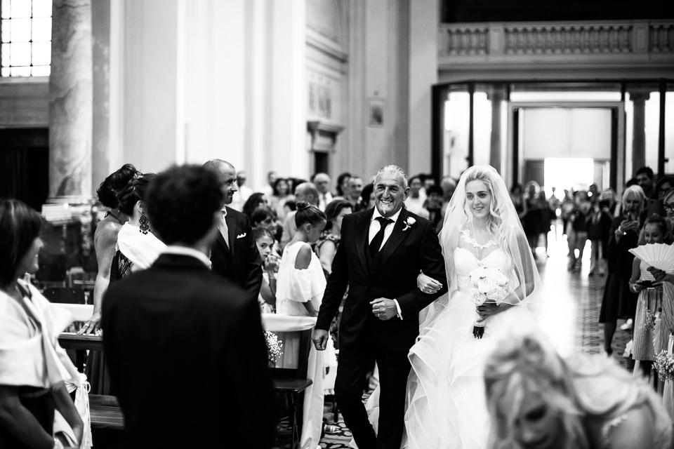 matrimonio, ingresso della sposa con il padre