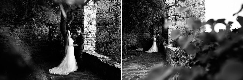 coppia di sposi innamorati nella bellissima sirmione