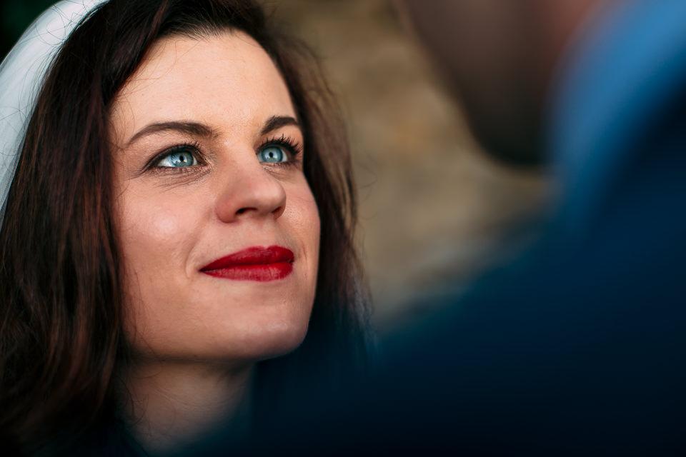 sposa irlandese con occhi azzurri