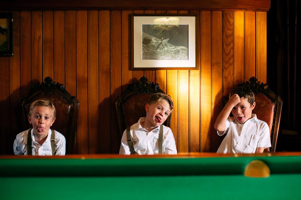 ritratto divertente di tre bambini