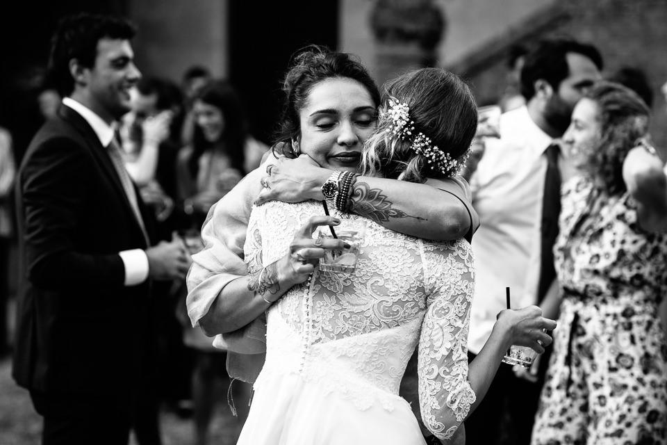 intenso abbraccio matrimonio