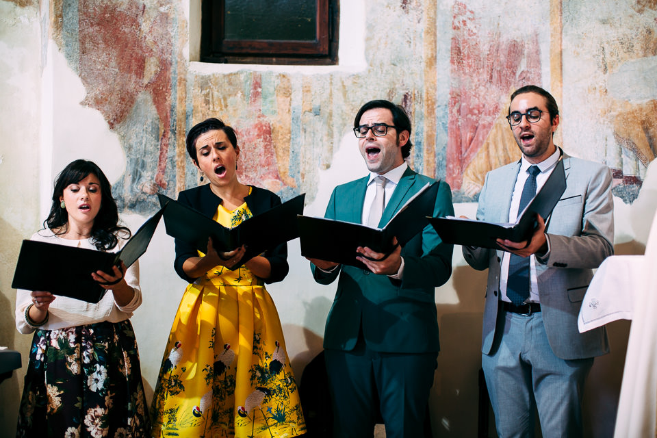 coro in chiesa durante un matrimonio