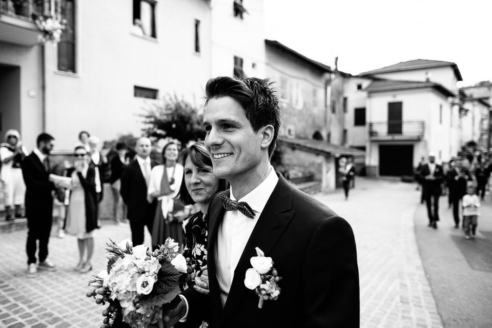 ritratto dello sposo in bianco e nero