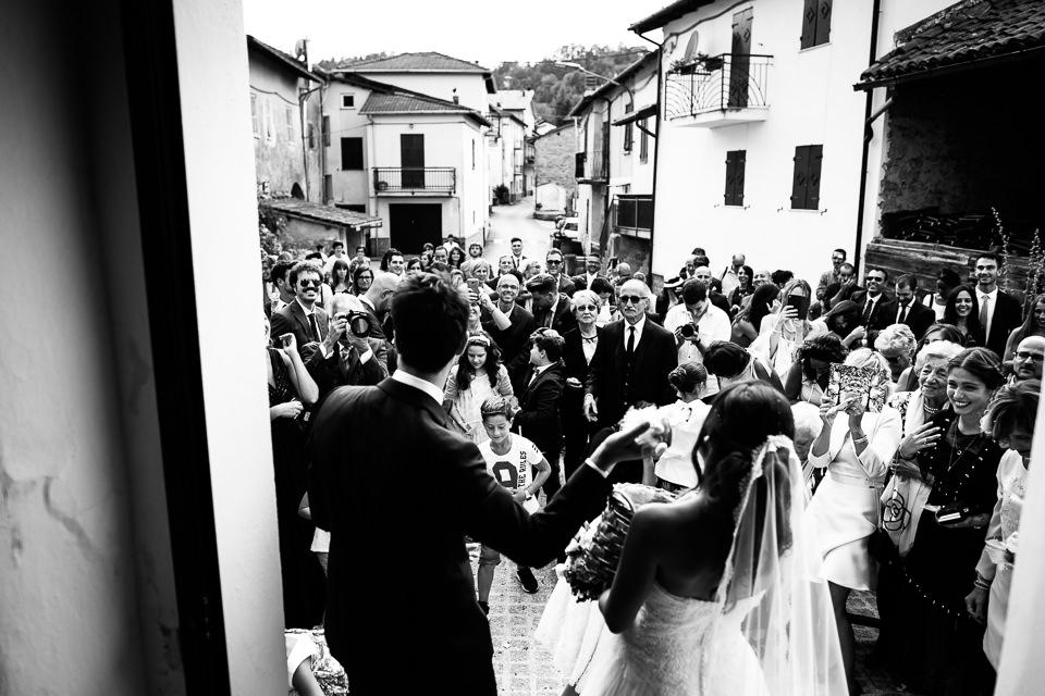 sposi lanciano confettata