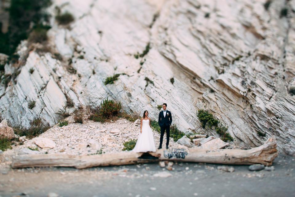 eleganti sposi al mare