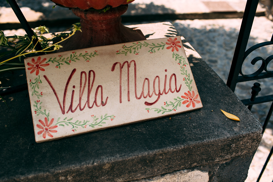 targa in ceramica villa magia di Positano in costiera amalfitana