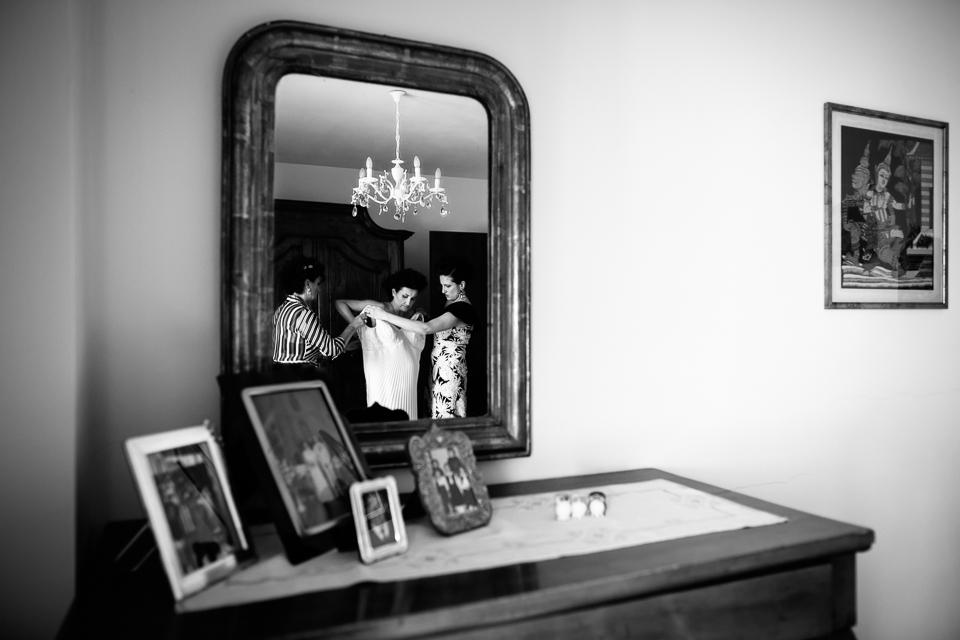 getting ready bride, Tuscany wedding