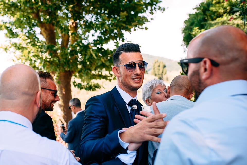 lo sposo in abito Pignatelli blu