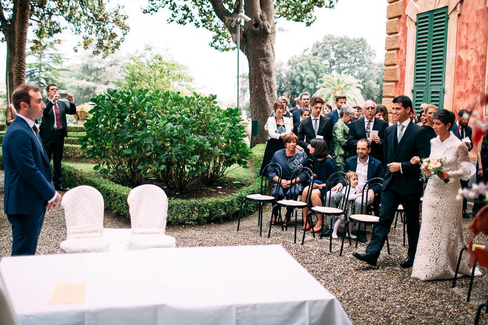 cerimonia di matrimonio all'aperto in villa faraggiana