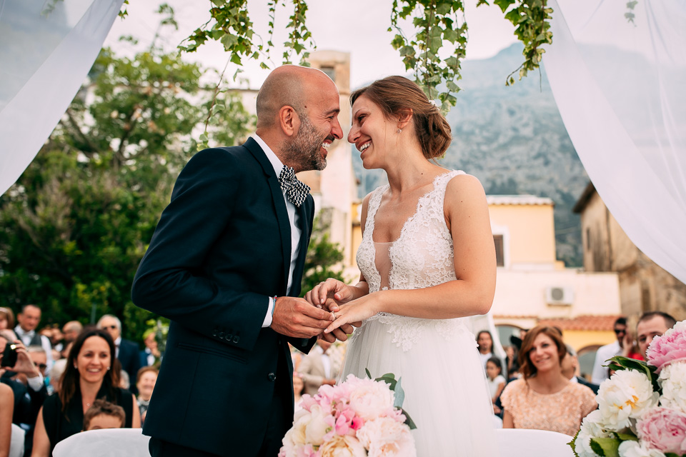 exchange of wedding rings on the terrace in positano