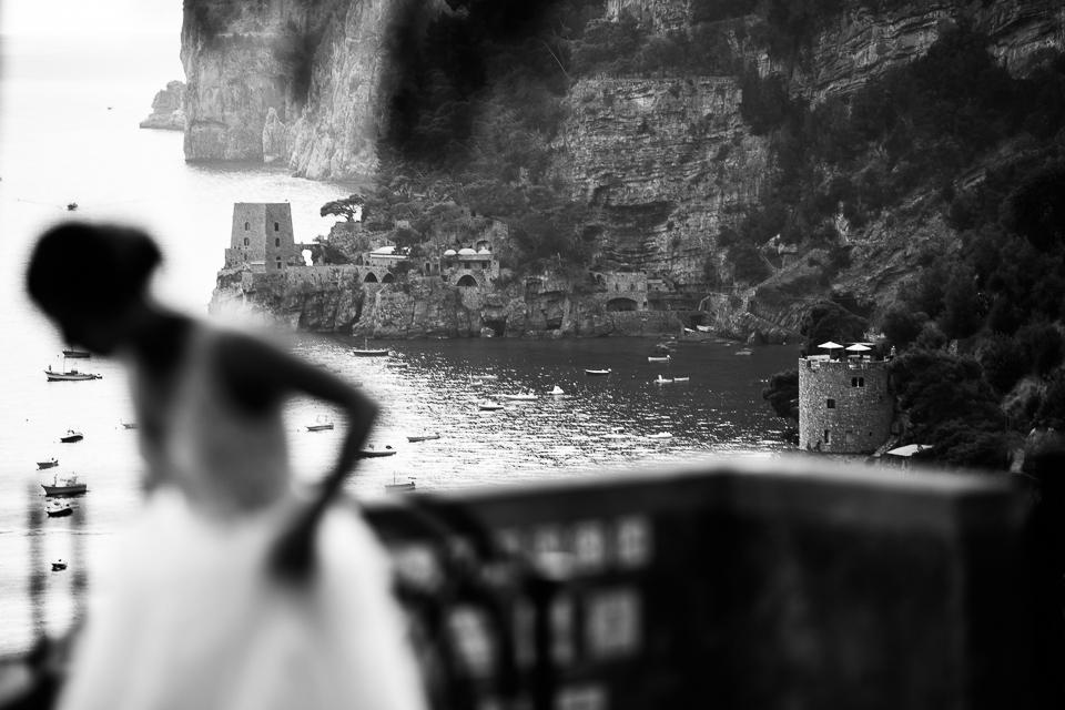 elegante sposa sul golfo di positano, costiera amalfitana