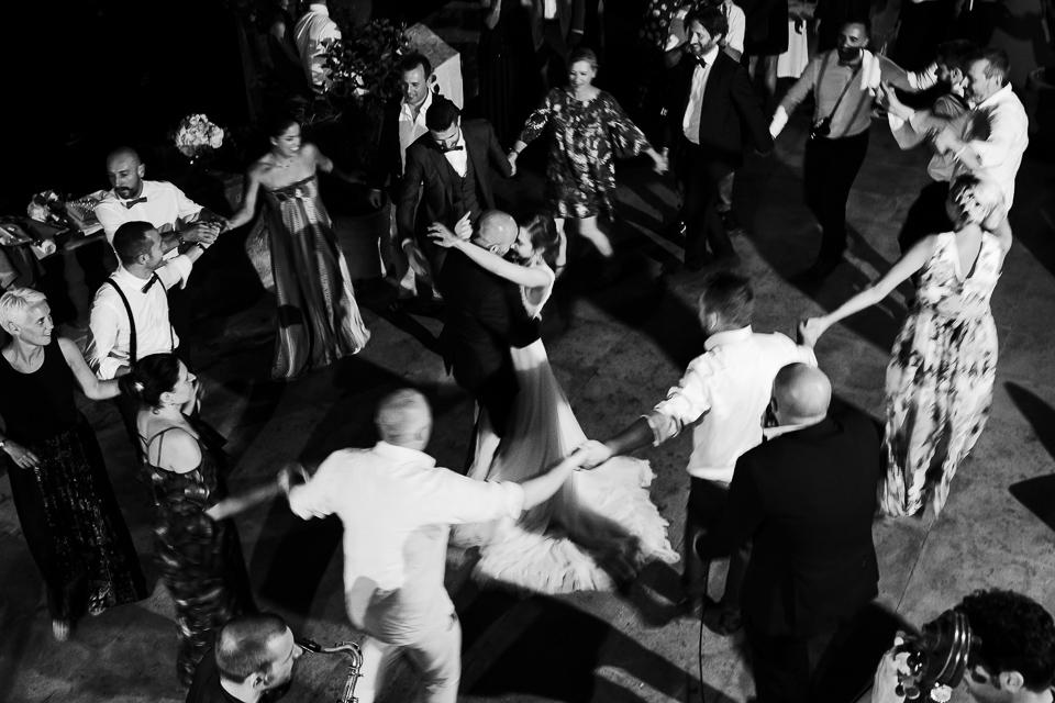 il primo ballo di una coppia di sposini, matrimonio a villa magia, positano costiera amalfitana