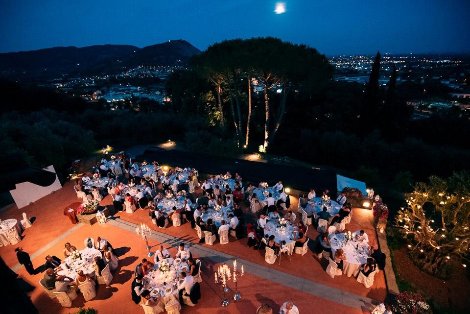 panoramica del poggetto resort a cielo aperto di notte