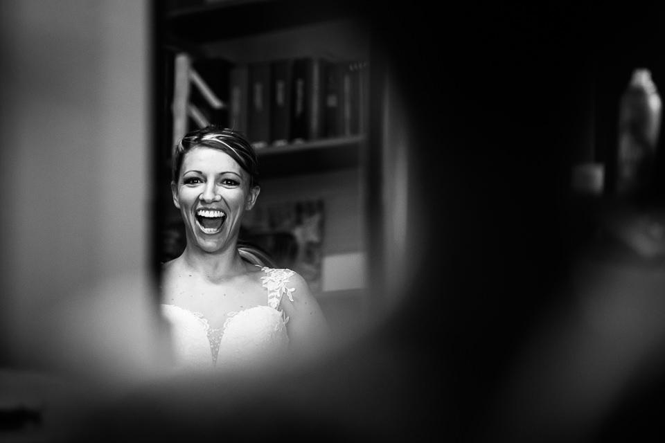 una sposa sorridente