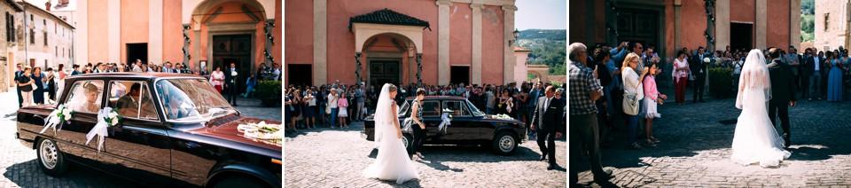 arrivo della sposa davanti alla chiesa