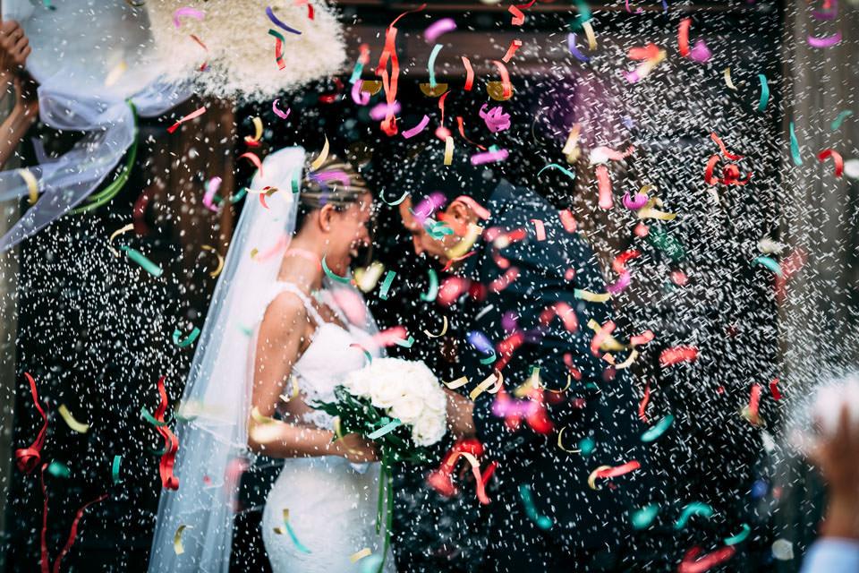 lancio del riso matrimonio nelle langhe