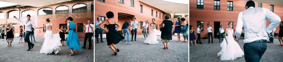 balli durante un matrimonio a tenuta carretta, piobesi d'alba, langhe