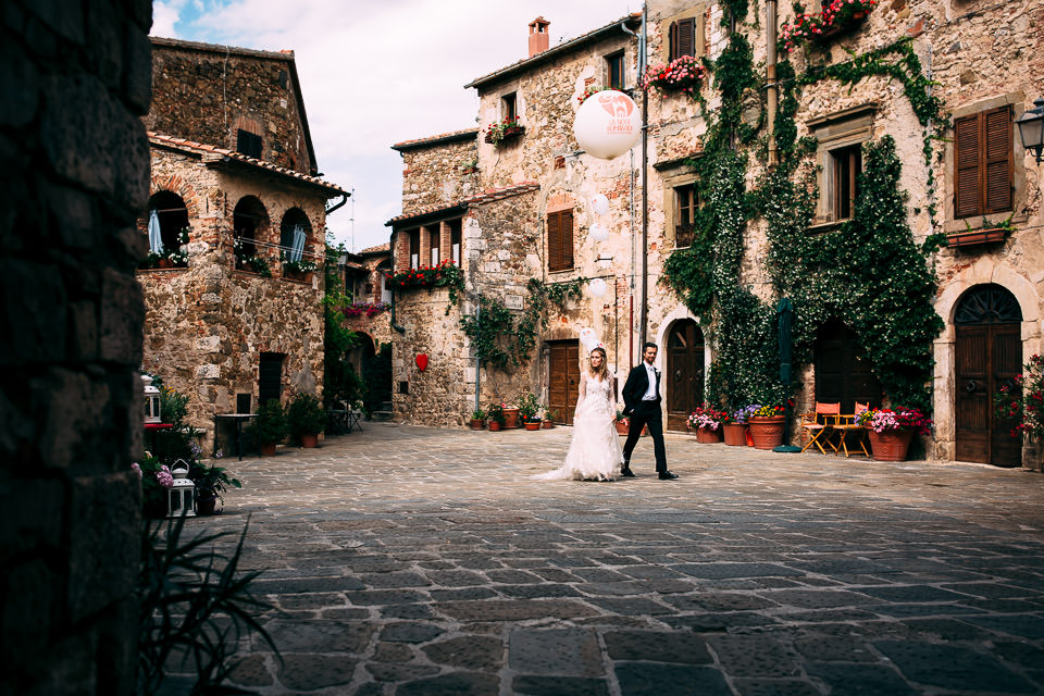 elegant Norwegian wedding in Tuscany