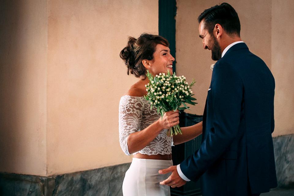 gli sposi si incontrano a palazzo tursi nel cuore di genova
