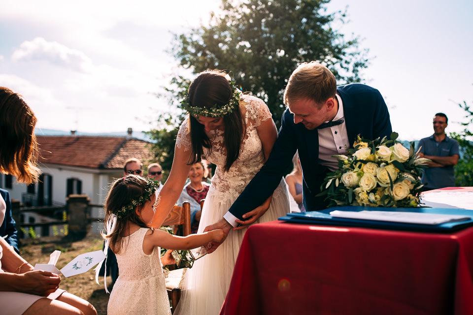 matrimonio civile con cerimonia all'aperto nelle langhe