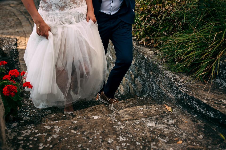 giovane coppia di sposi straniera in italia