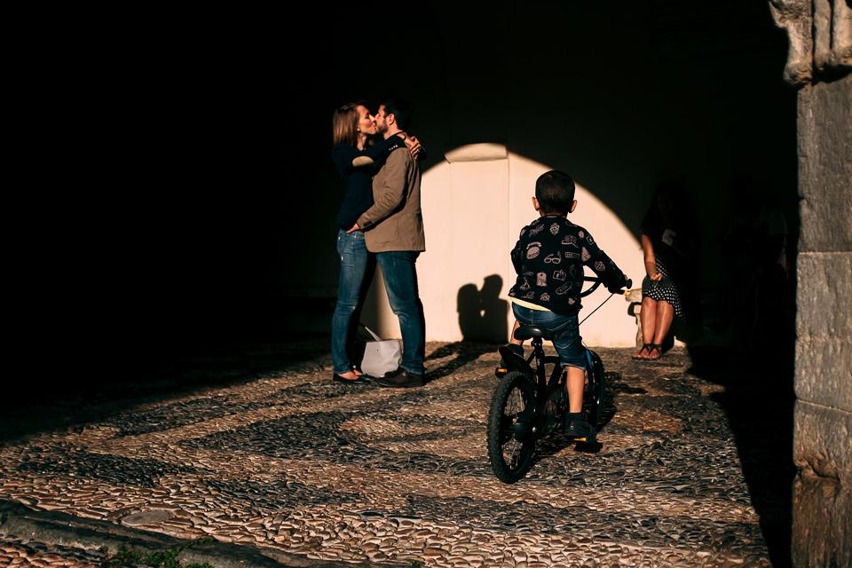 bambino in bicicletta a noli
