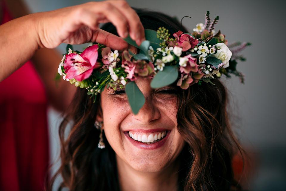 sposa con corona di fiori