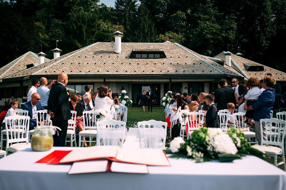 ingresso dello sposo in villa repui sul lago maggiore