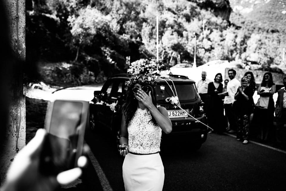 sposa con occhiali da sole