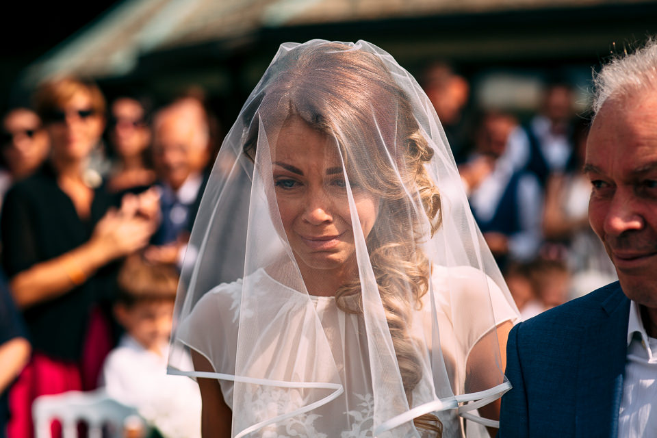 sposa commossa